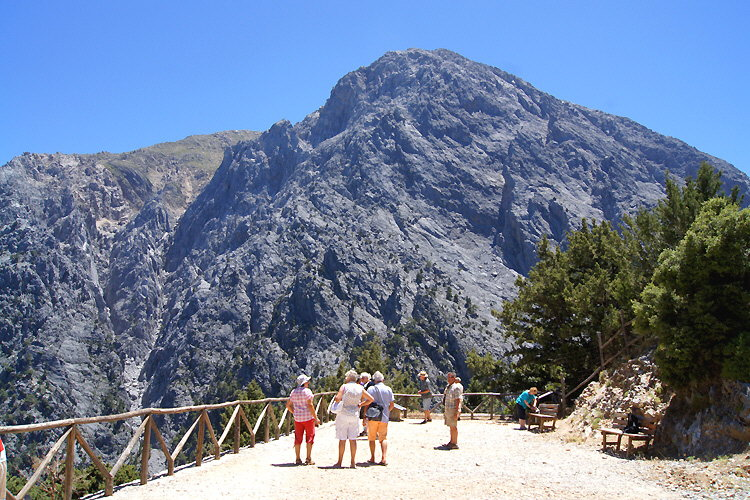 Arriving to the entrance of the Samaria Gorge
